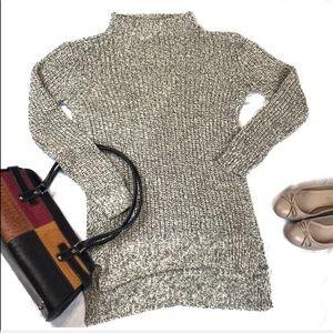 Sweaters - Turtleneck hi-lo sweater